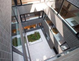 4階から中庭